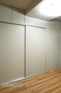 大容量のクロークで壁一面が収納庫 壁面収納