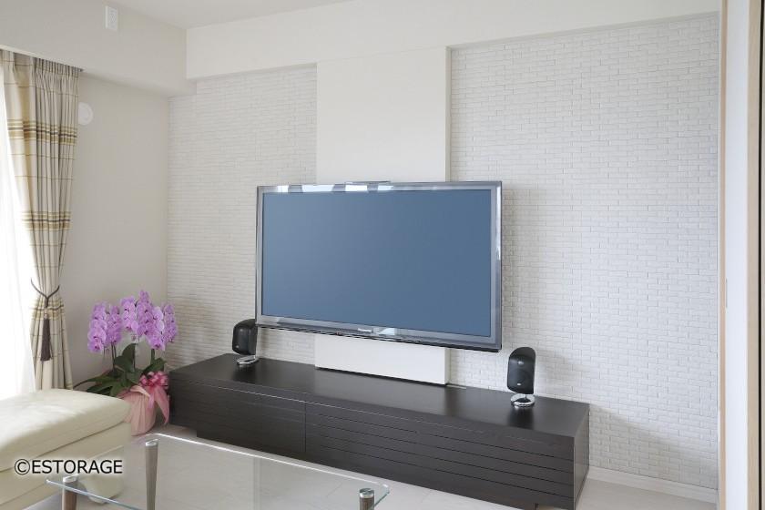 テレビの配線をかくして、リビングの壁面がスッキリ
