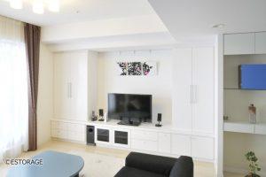 大容量の収納力を確保したシンプルな壁面収納