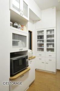 オーダーメイドの食器棚でキッチンをリフォーム