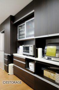 既製家具と組み合わせたキッチン収納