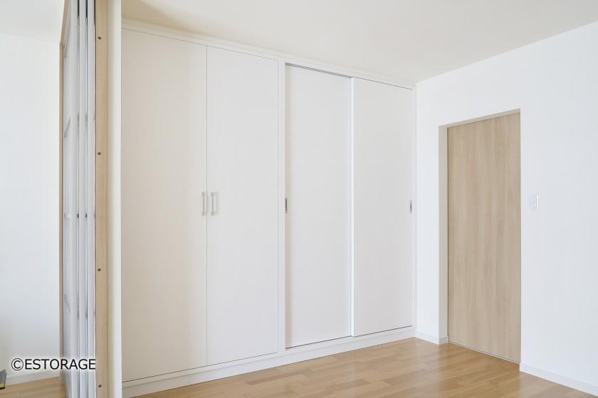 収納扉を活用した収納家具
