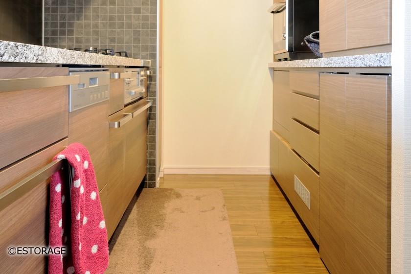 既存のキッチンと合わせた素材