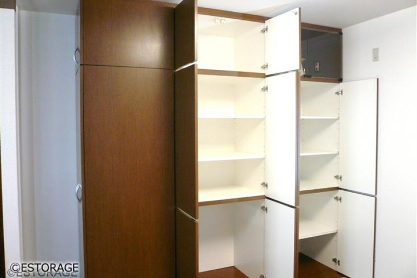 和室の壁面を収納スペースを実現。