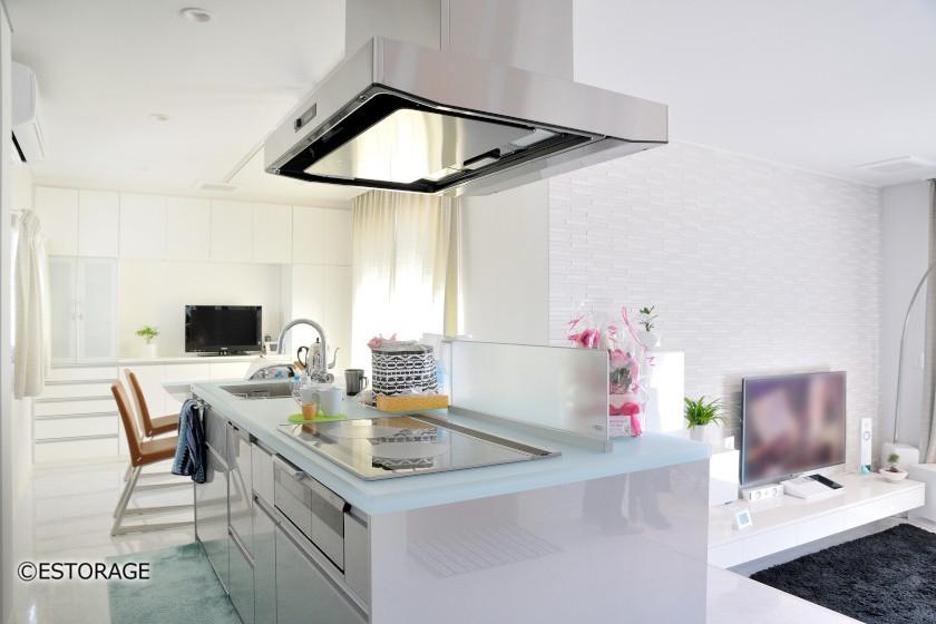 お部屋のインテリアに調和した白を基調にしたデザイン