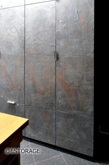 天然石扉の壁面収納