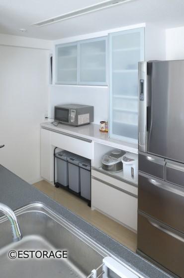 梁下のデッドスペースも有効活用したキッチン壁面収納