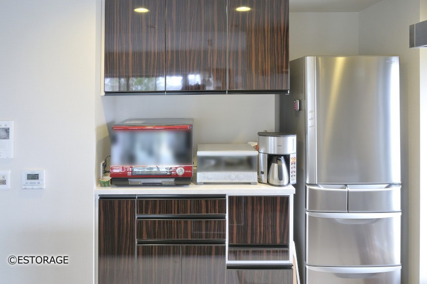 隠す収納で家電もスッキリ。キッチン収納