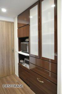限られたスペースを最大限に活かした食器棚