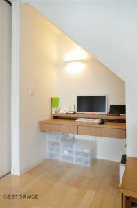 階段下に作ったオーダー家具で叶えた書斎スペース