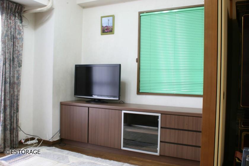 フラットなデザインのテレビボード