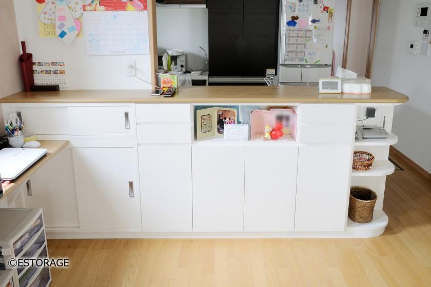 キッチンカウンターに組み込んだカウンター下収納