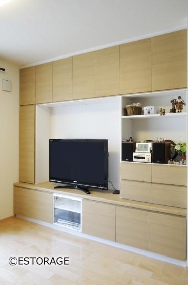 お部屋と調和したリビング壁面収納