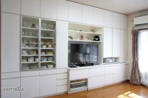 テレビ台と食器棚が一体となったオーダーメイドの壁面収納