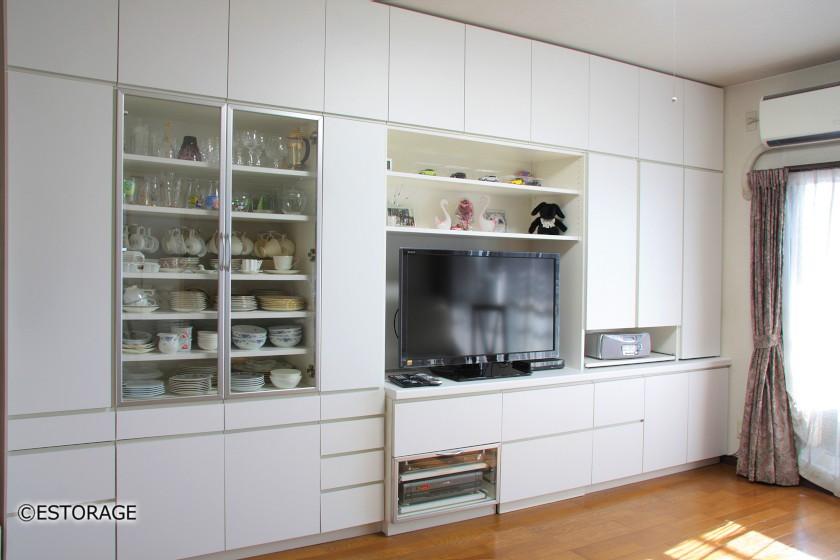 テレビ台と食器棚が一体となったリビング壁面収納