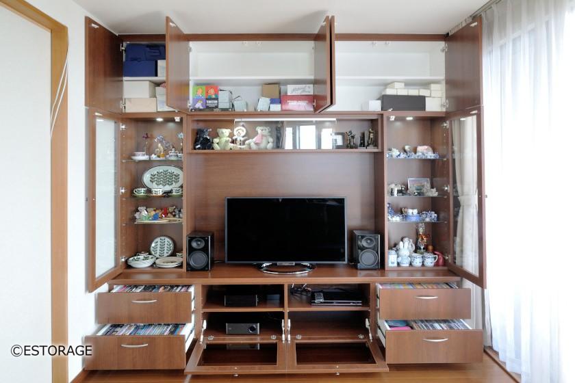 飾り棚がたくさんのリビングボード