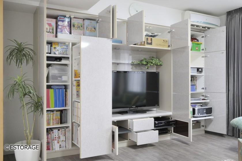 大型引出書棚を組み込んだリビング壁面収納