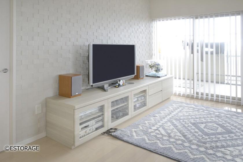 オーディオ機器やプリンターをスッキリ収納したテレビーボード