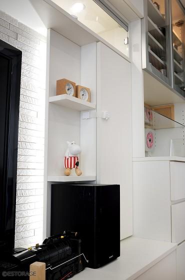 間接照明を活かした壁面収納の飾り棚