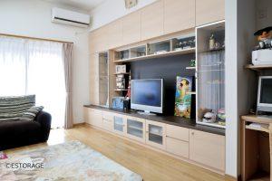 コレクション用の飾り棚スペースが充実した壁面収納