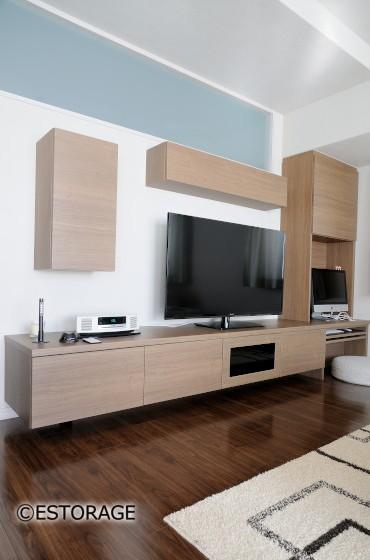 遊び心と実用性のあるテレビボード