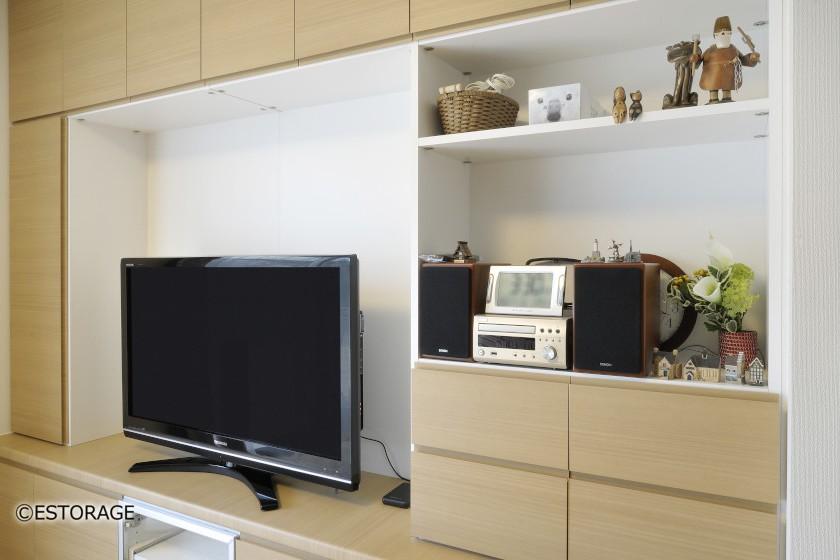 テレビと飾り棚の説明カット