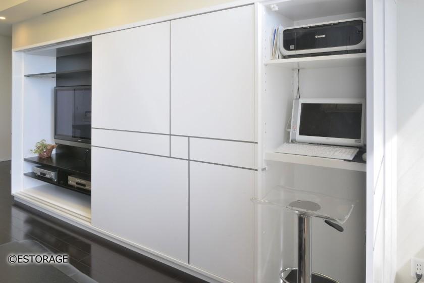 大型の引き戸でテレビも隠せるリビング壁面収納2
