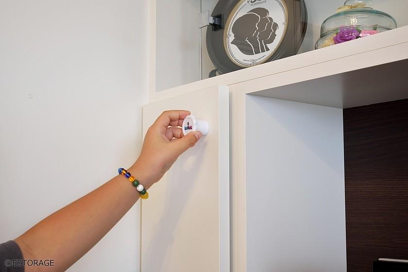 お子様が勝手に扉を開けないようにマグネットキーを採用