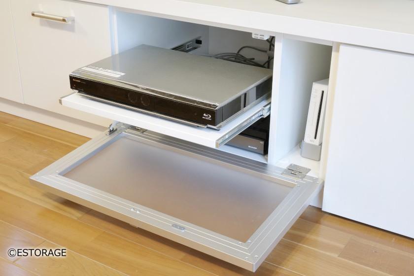 AV機器はスライド棚を使って収納