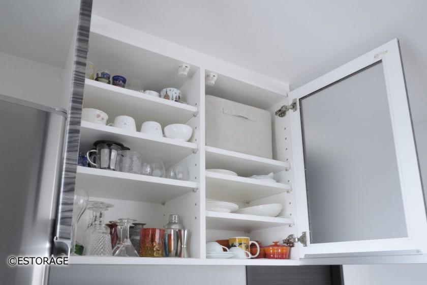 食器の収納スペースを確保した吊り戸棚