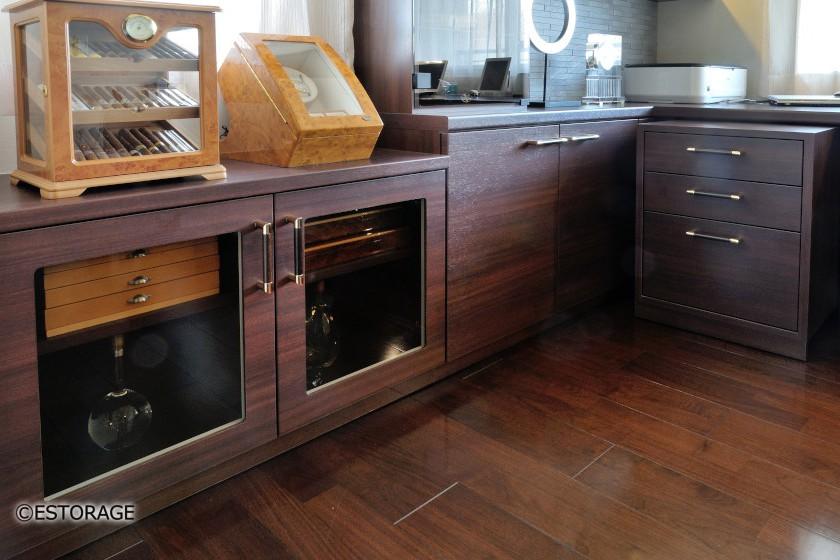 床の素材と調和したデザイン