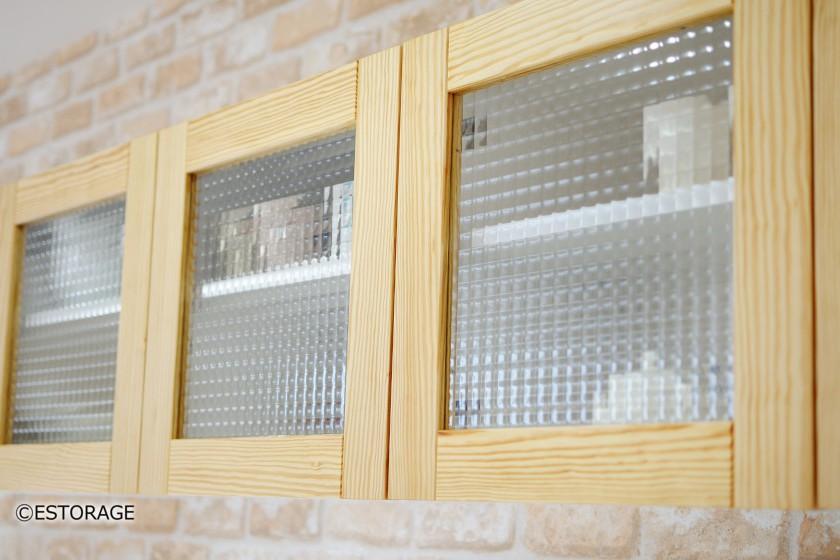 ガラス扉を採用した収納ボックス