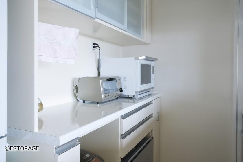 カウンター上には調理家電を収納