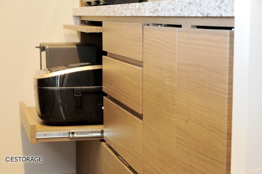 重厚感のある御影石を使ったキッチン収納