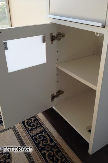 ゴミ箱を収納するための収納スペース。