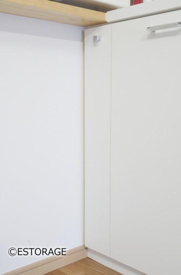 デスクも組み込んだLD壁面全体の収納家具