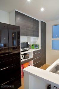 大容量のキッチン壁面収納