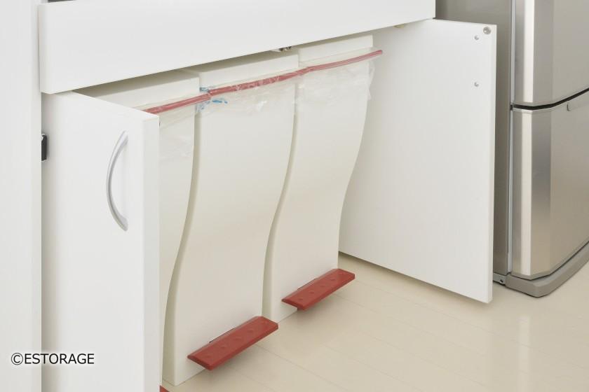 3つのゴミ箱ように設計された収納スペース。