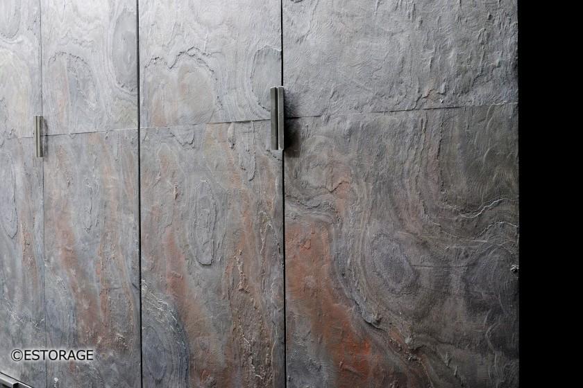 天然石扉の壁面収納2