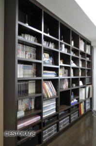 壁一面で見やすさ抜群の大容量書庫