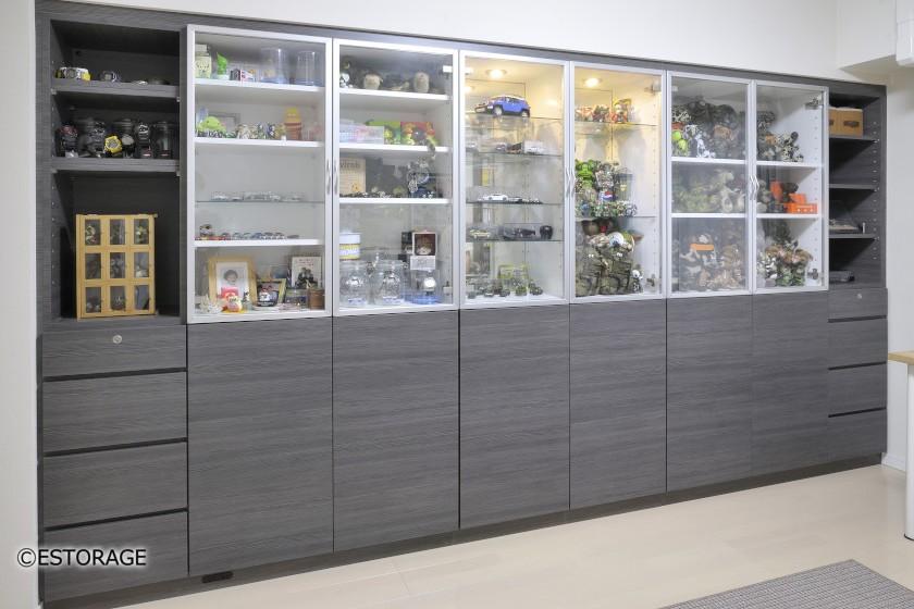 大容量の壁面収納で実現したコレクションのためのディスプレイスペース