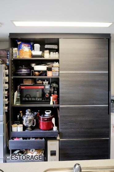 シックなキッチン収納