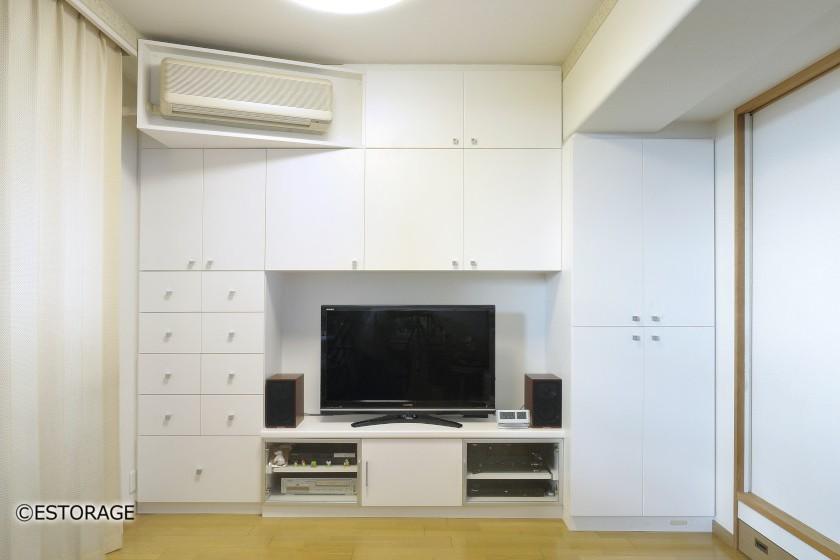 大容量書棚とエアコンを組み込んだリビング壁面収納