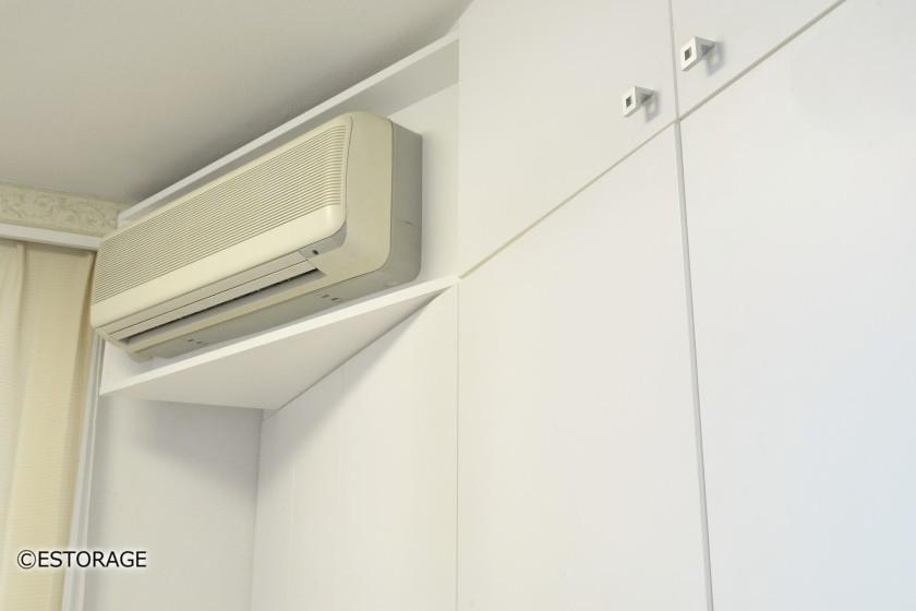 書棚とエアコンを組み込んだ壁面収納8