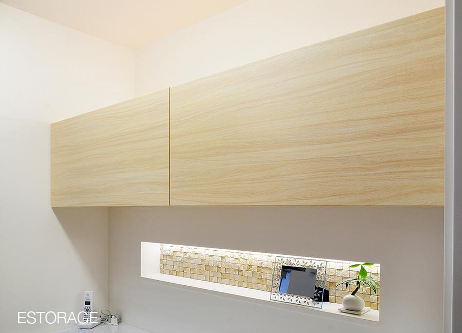 オーダーメイドの食器棚には、ちょっとしたお洒落なワンポイントのデザインを。