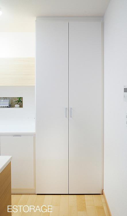 家事が楽しくなる食器棚の収納力は十分に確保。