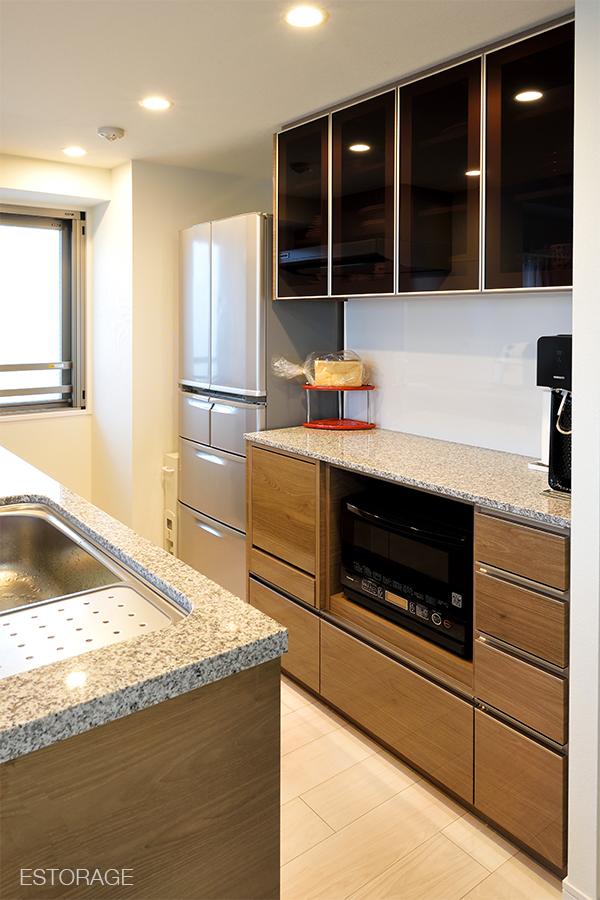 既存のキッチンに合わせたオーダーメイドの食器棚