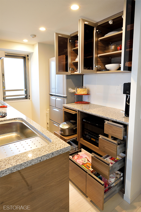 キッチン収納、食器棚