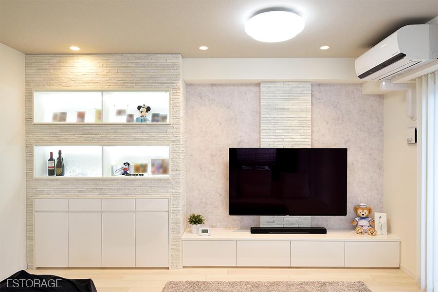 ディスプレイにこだわった壁面収納と機能的な食器棚で、理想の新居を実現。