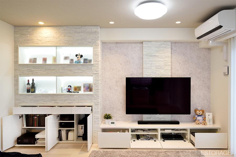 ディスプレイと収納を両立した壁面収納。